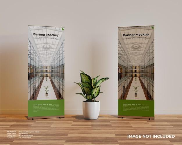 Twee roll-up banner mockup in interieur scène met een plant in het midden Gratis Psd