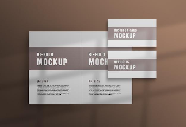 Tweevoudige brochure met een psd-mockup voor visitekaartjes Gratis Psd