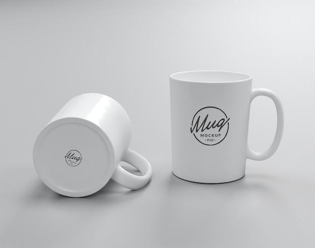 Un mockup di due tazze bianche Psd Premium