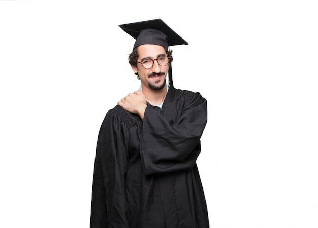 Uomo barbuto laureato con uno sguardo fiero, fiducioso e felice, sorridente e sentirsi soddisfatti Psd Premium