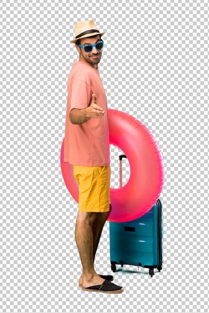 tecnologia avanzata assolutamente alla moda prezzo all'ingrosso Uomo con cappello e occhiali da sole nelle sue vacanze ...