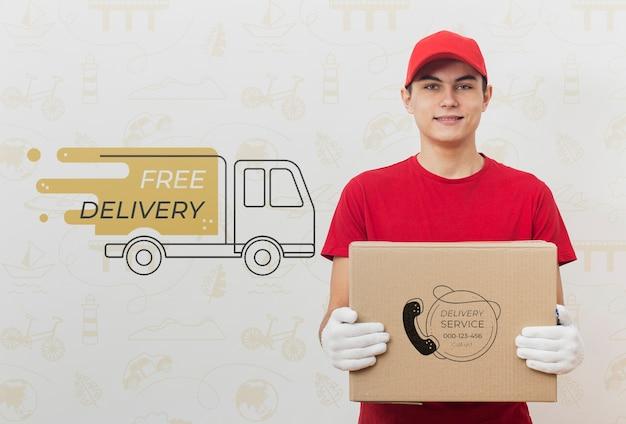 Uomo di consegna che tiene pacco mock-up Psd Gratuite