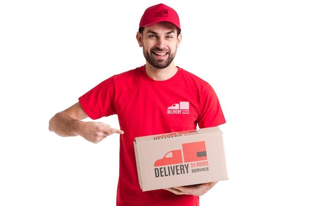 Uomo di consegna gratuito non-stop che punta a una scatola Psd Gratuite
