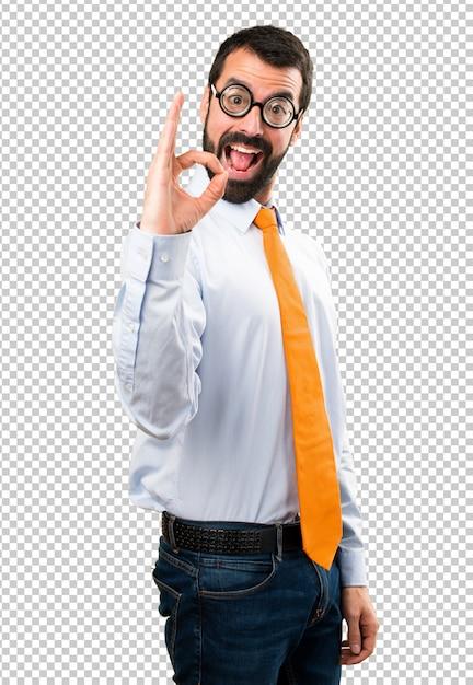 Uomo divertente con gli occhiali facendo segno ok Psd Premium