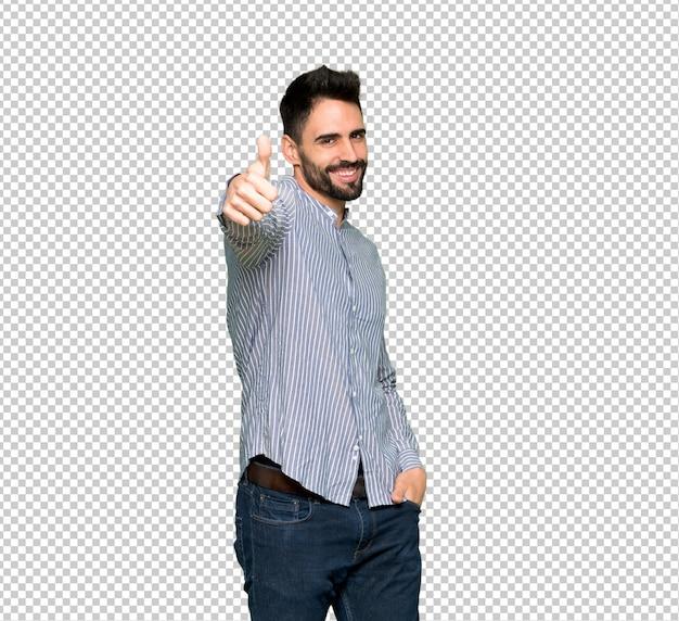 Uomo elegante con la camicia che dà un pollice in alto gesto perché è successo qualcosa di buono Psd Premium