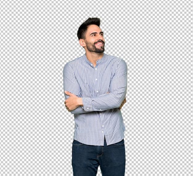 Uomo elegante con la camicia che osserva in su mentre sorridendo Psd Premium