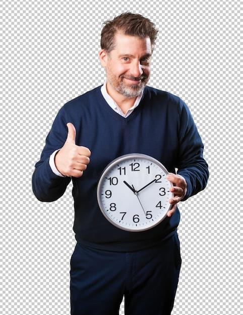 Uomo maturo che tiene un orologio Psd Premium