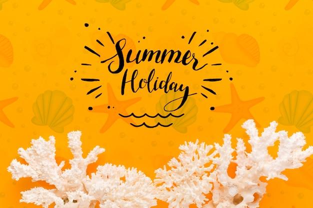 Vacanze estive pianeggianti con corallo bianco Psd Gratuite