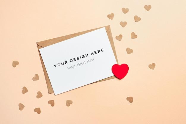 Valentijnsdag kaartmodel met envelop en kleine harten Premium Psd