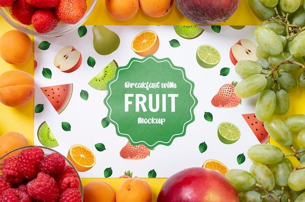 Verschillende soorten fruit voor ontbijtmodel Gratis Psd