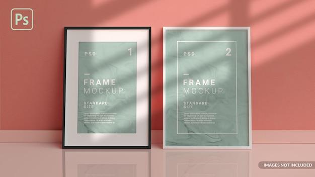 Verticale fotolijsten mockup op de vloer leunend tegen de muur van de kamer in 3d-weergave Premium Psd