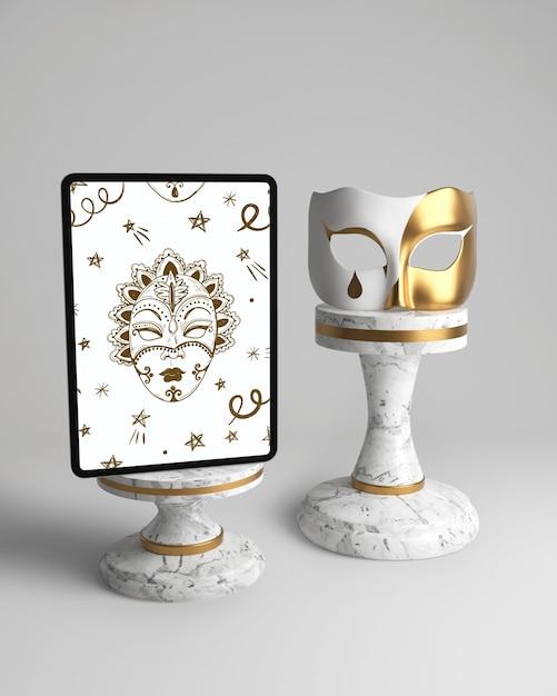 Vintage elegante máscara y maqueta blanca y dorada PSD gratuito
