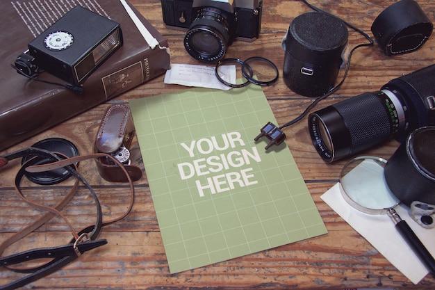 Vintage fotografiestudio met papieren mockup Premium Psd