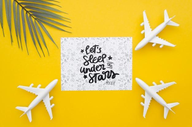 Vista dall'alto aereo da viaggio e carta con scritte Psd Gratuite