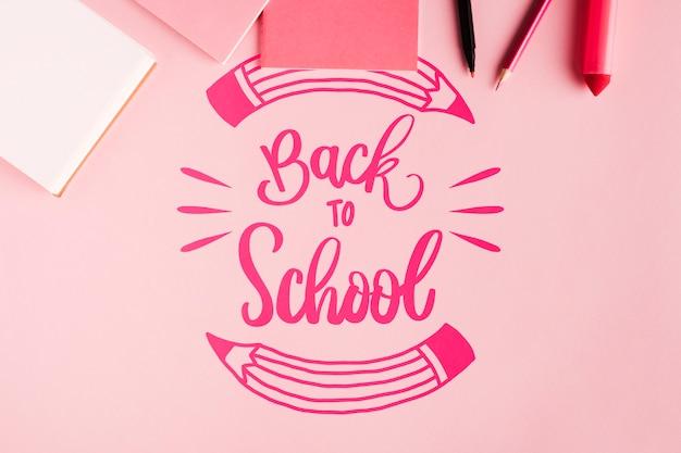 Vista dall'alto di nuovo a scuola con sfondo rosa Psd Gratuite