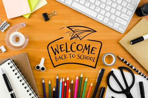 Vista superior al concepto de escuela en el escritorio PSD gratuito