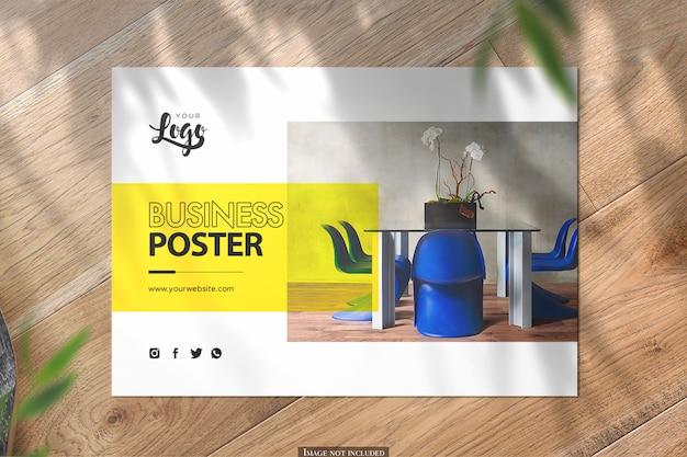 Vista superior horizontal a5 maqueta de póster sobre fondo de madera PSD Premium
