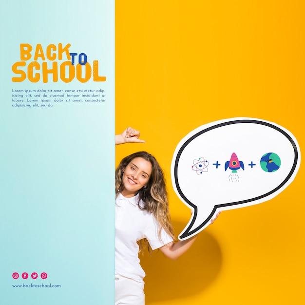 Vooraanzicht lachende tiener meisje bedrijf tekstballon Gratis Psd