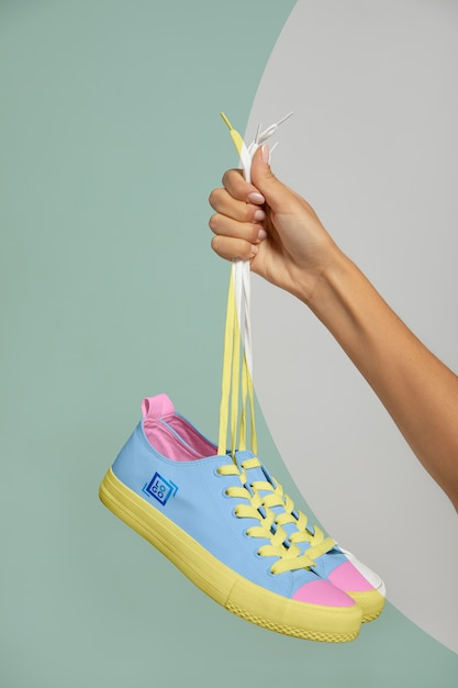 Vooraanzicht van draagbare sneakers Gratis Psd