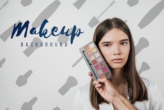 Vooraanzicht van meisje met make-up palet Gratis Psd