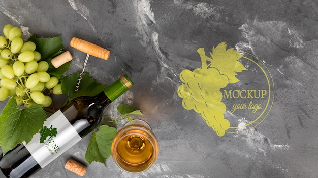 Vooraanzicht wijnfles en druiven met exemplaar-ruimte Gratis Psd