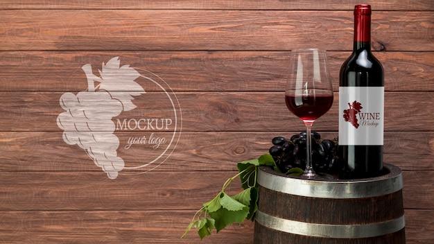 Vooraanzicht wijnfles en glas met exemplaar-ruimte Gratis Psd