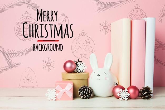 Vrolijke kerstmisregelingen als achtergrond met boeken en ornamenten Gratis Psd