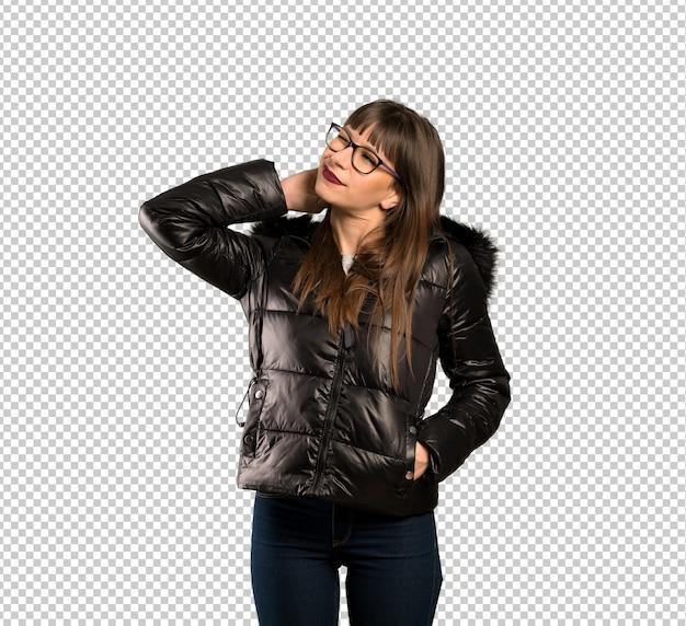Vrouw die met glazen een idee denkt terwijl het krassen van hoofd Premium Psd