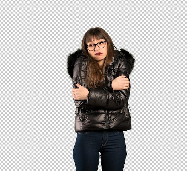 Vrouw die met glazen twijfelsgebaar maakt terwijl het opheffen van de schouders Premium Psd