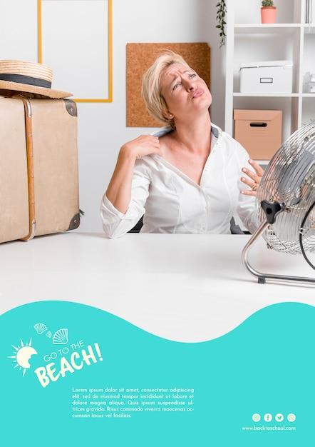 Vrouw in zomerhitte sjabloon Gratis Psd