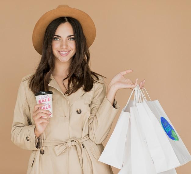 Vrouw van winkelen invallen op promotiecampagne Gratis Psd