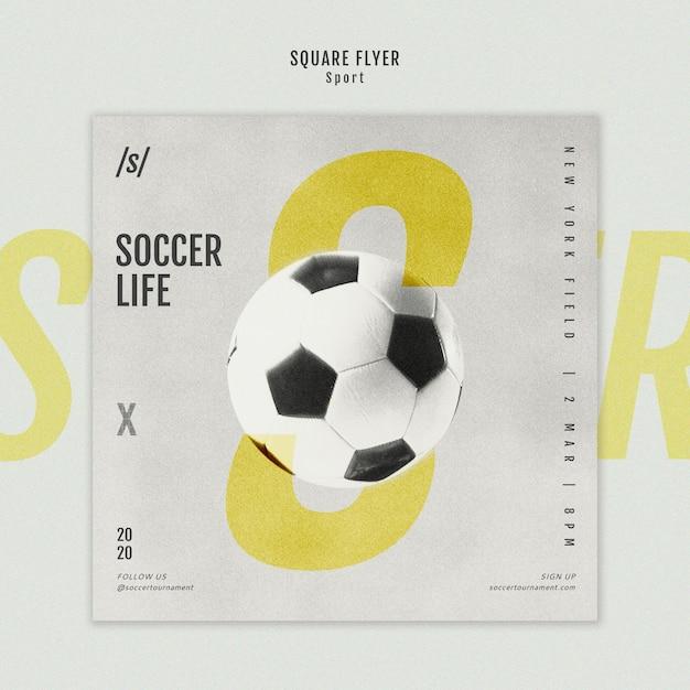 Vrouwelijke voetbal speler vierkante flyer-sjabloon Gratis Psd