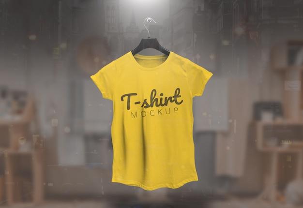 Vrouwen t-shirt mockup vrouwelijk t-shirt mockup geel Premium Psd