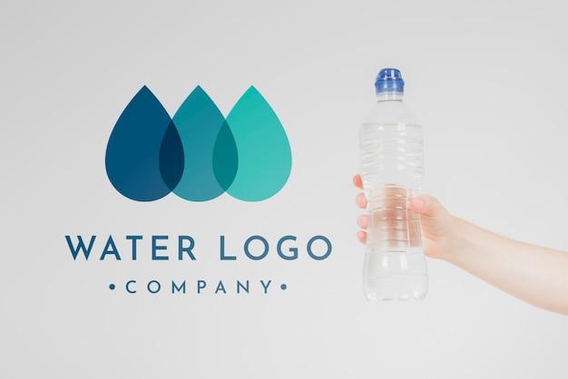 Water logo mockup op copyspace Gratis Psd