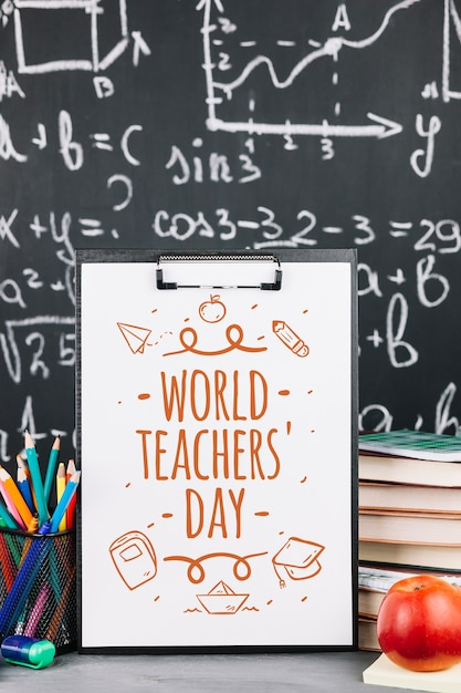 Werelddag leraar mockup met klembord Gratis Psd