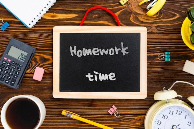Werkruimte met bericht op schoolbord Gratis Psd