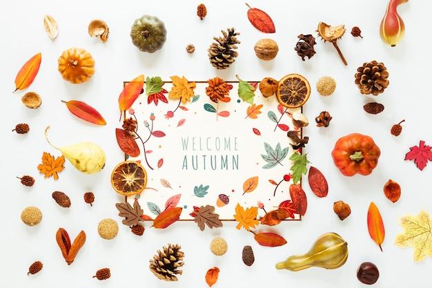 Witte modelkaart omringd door bladeren Gratis Psd