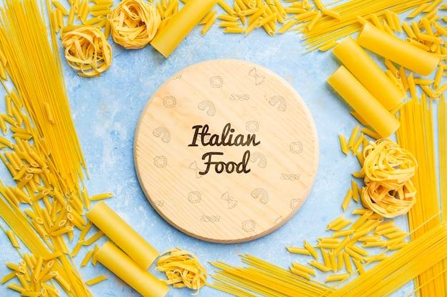 Yummy deegwareframe voor italiaanse voedselachtergrond Gratis Psd