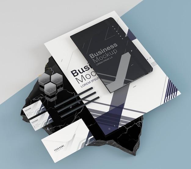 Zakelijke briefpapier mock-up en zwart notitieboekje Gratis Psd