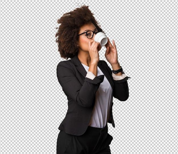 Zakelijke zwarte vrouw koffie drinken Premium Psd