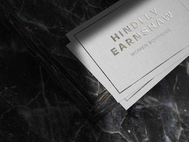 Zilveren logo mockup op linnen papier Gratis Psd