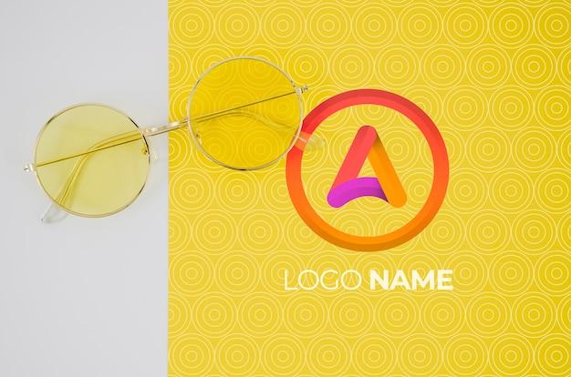 Zomerbril met logo-naamontwerp Gratis Psd
