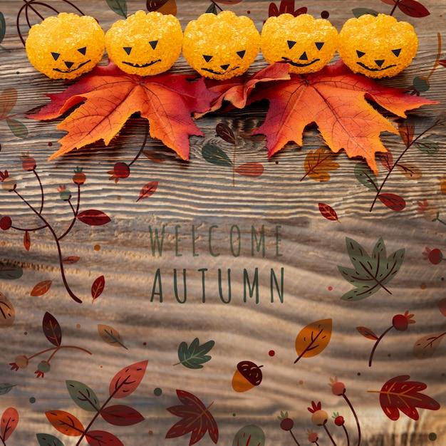 Zucche divertenti di halloween con foglie secche Psd Gratuite