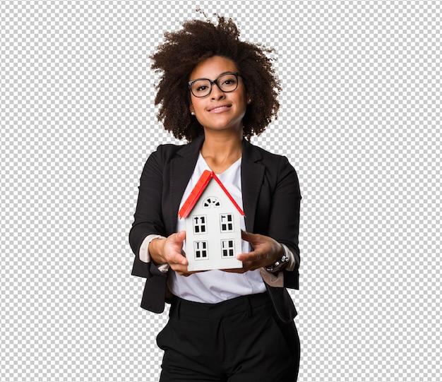 Zwarte onderneemster die een klein huis houdt Premium Psd