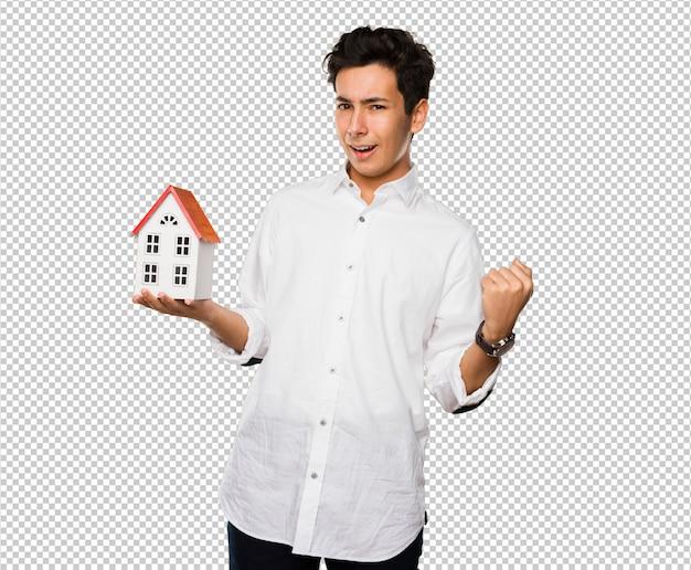 Adolescent tenant une maison PSD Premium