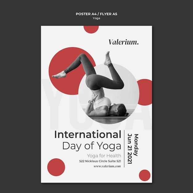 Affiche Verticale Pour Cours De Yoga Avec Une Instructrice Psd gratuit