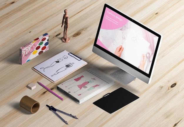 Angle élevé de bureau design avec acuarelas Psd gratuit