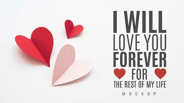 Angle élevé Des Coeurs En Papier Avec Message D'amour Psd gratuit