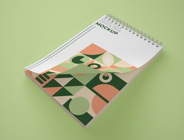 Angle élevé De La Maquette Du Bloc-notes Avec Un Design Géométrique Psd gratuit