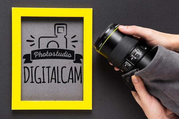 Appareil Photo à Côté Du Cadre Avec Logo Studio Psd gratuit